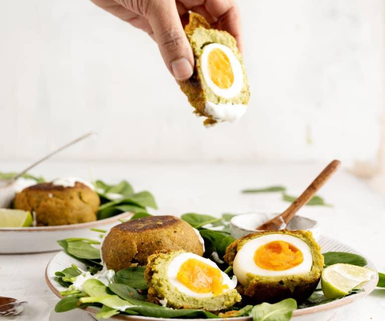 Huevos bañados en falafel con salsa de yogur