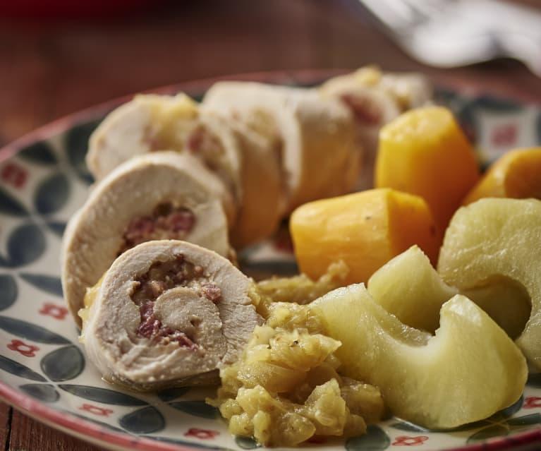 Pechugas de pollo rellenas, manzanas, batatas y salsa curry