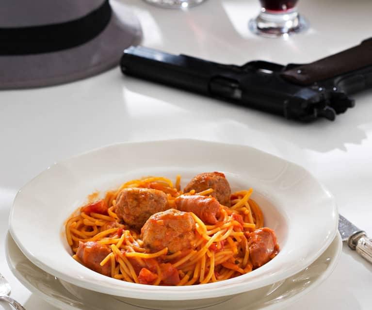 Espaguetis con albóndigas y salchichas (El Padrino)