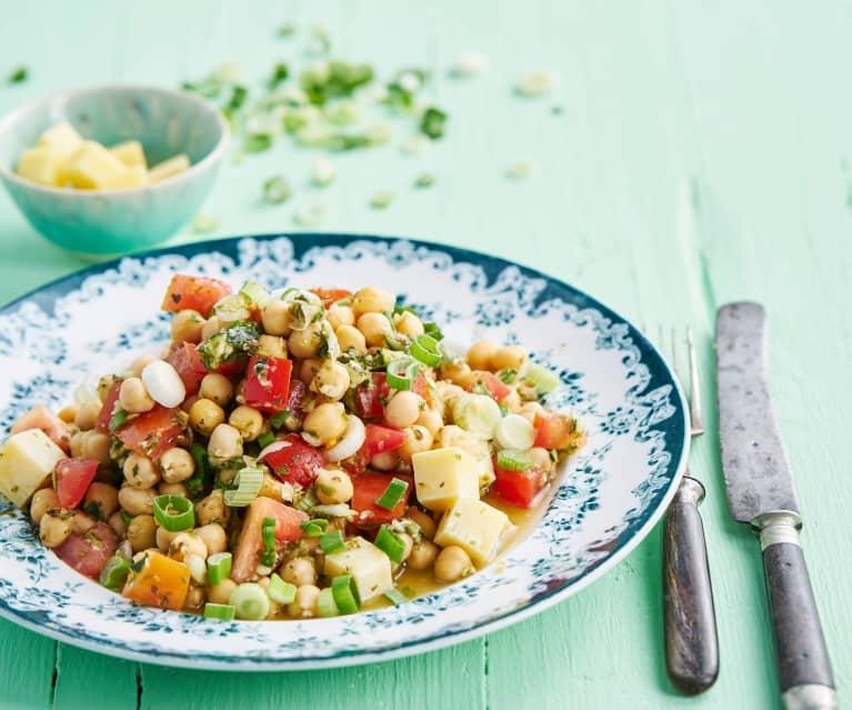 Salada de grão e tomate com molho de hortelã