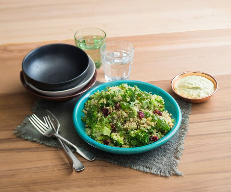 Quinoa with mixed greens and yoghurt dressing