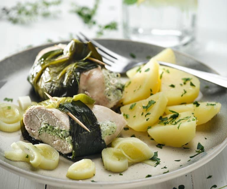Kuřecí kapsy s pórkem, bylinkami a vařenými bramborami