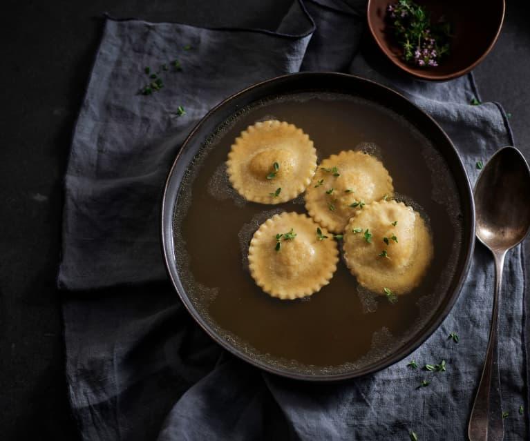 Raviolis de calabaza asada y ricota en caldo de cordero (Cocción lenta)