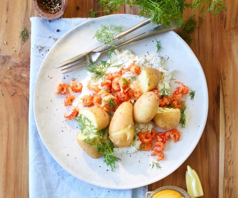 Frühkartoffeln mit Flusskrebsen und Dill-Gurken-Creme