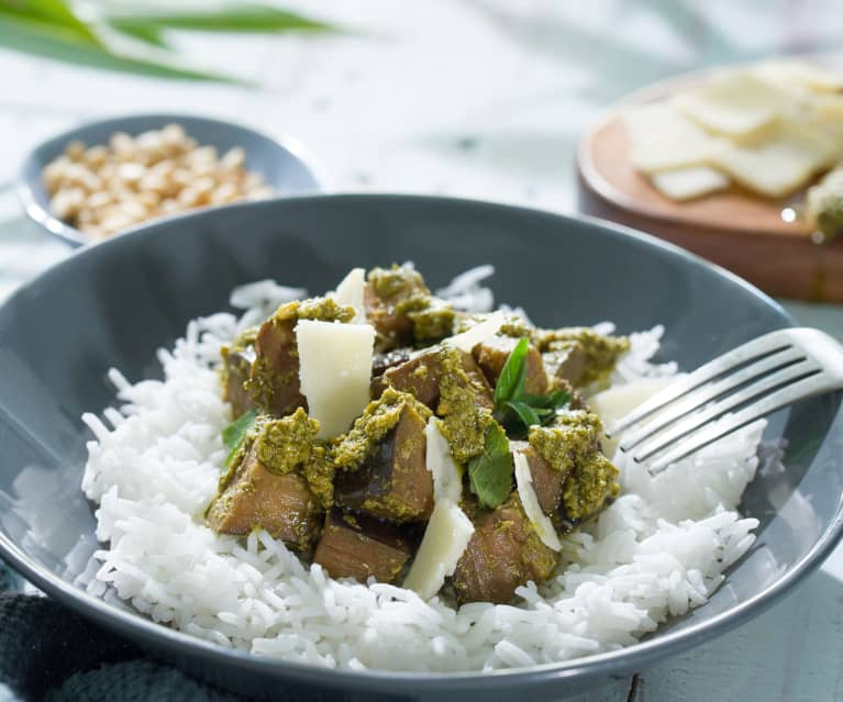 Ensalada pesto de berenjena salteada con arroz