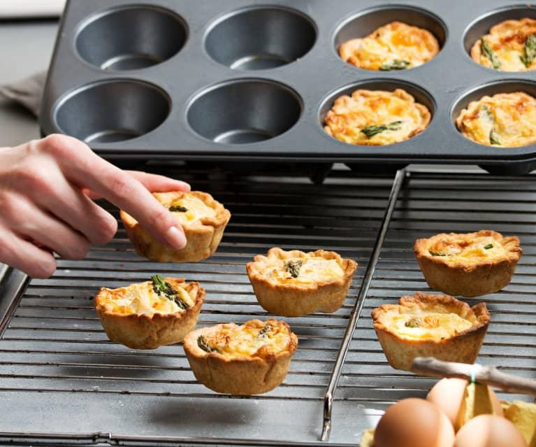 Miniquiches de espárragos y queso brie
