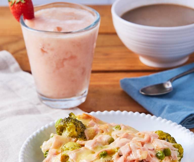 Crema de champiñón y chipotle, pollo con verduras gratinado y agua tropical