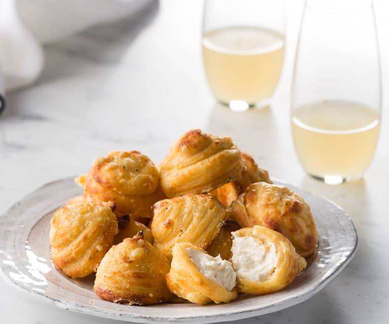 Cheese puffs with honeyed goat's cheese