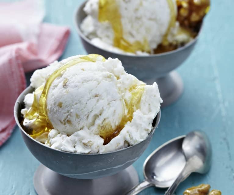 Joghurt-Walnuss-Eis mit Honig