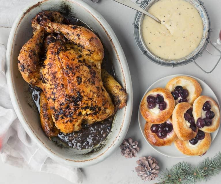 Pollo asado relleno, hojaldres de arándanos y puré trufado