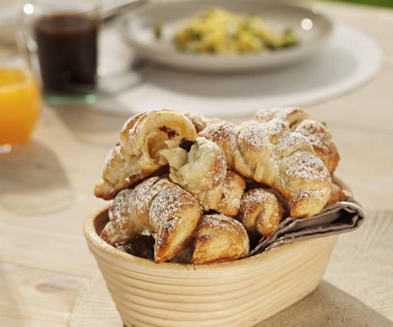 Croissants de hojaldre rellenos de chocolate