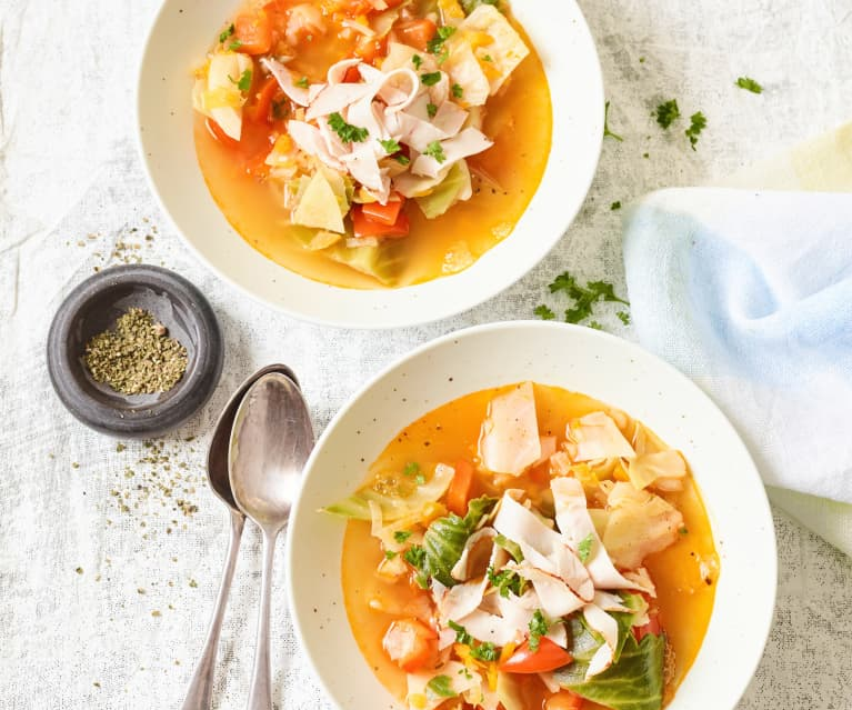 Paprika-Kohl-Suppe mit Putenbruststreifen