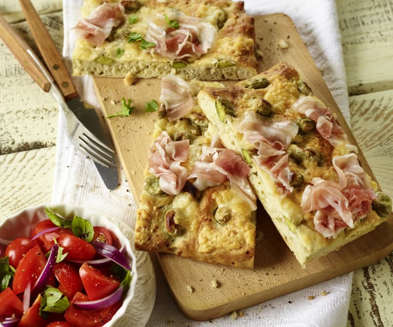 Focaccia mit dicken Bohnen, Pancetta und Pecorino