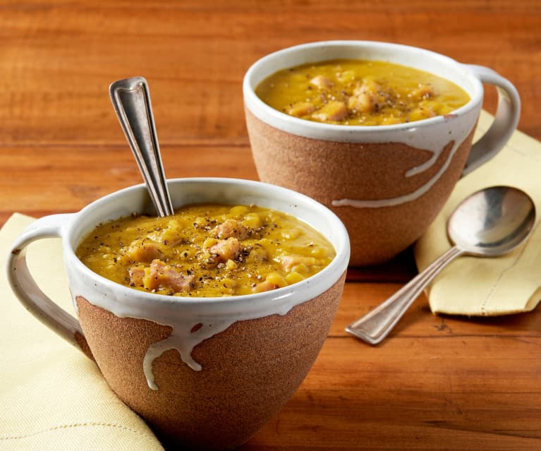 Zuppa di piselli spezzati e prosciutto