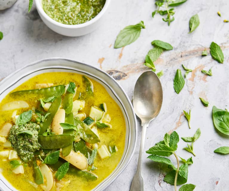 Zupa warzywna z miętowym pesto