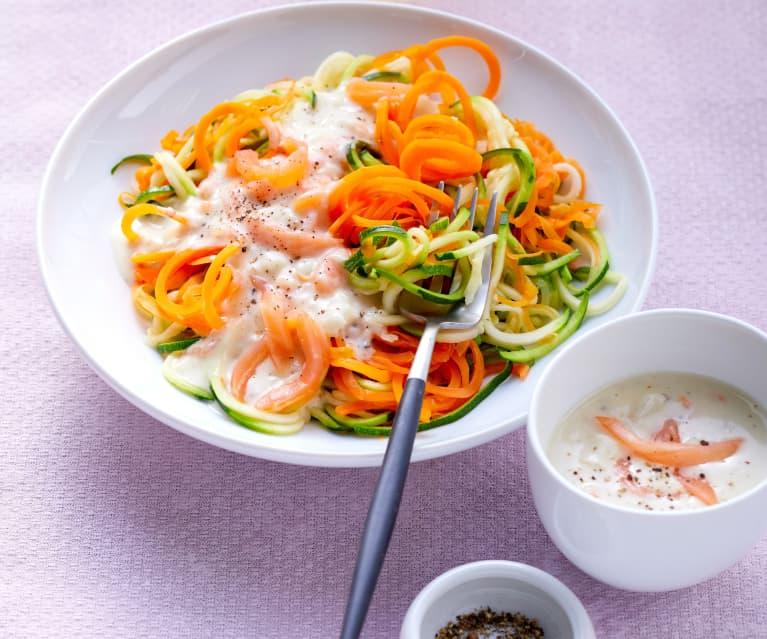 Gemüsenudeln mit Lachssauce