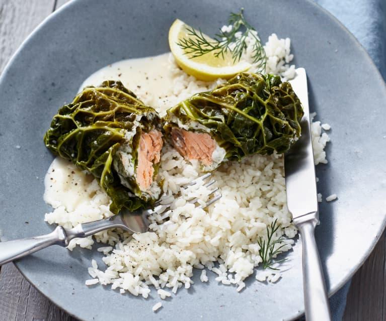 Wirsing-Lachs-Rouladen mit Reis und Meerrettichsauce