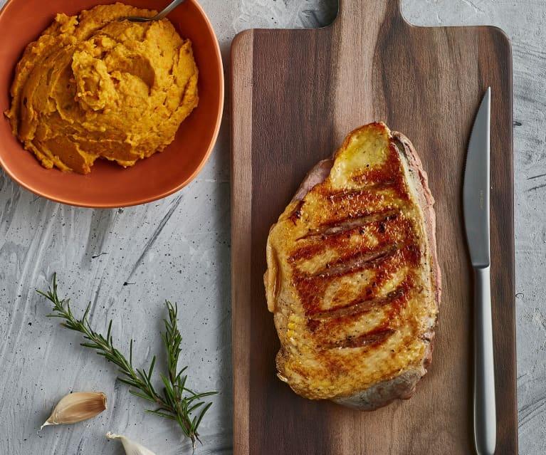 Petto d'anatra sottovuoto con purè di carote arrostite