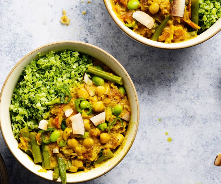 Curry de coco y garbanzos con arroz de brócoli