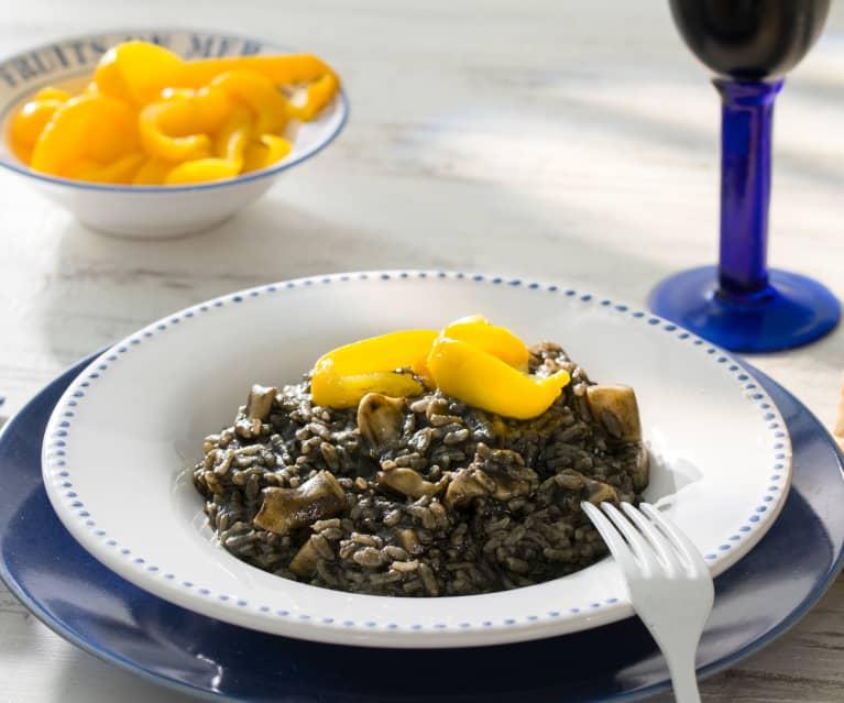Arroz meloso negro de sepia con pimientos amarillos