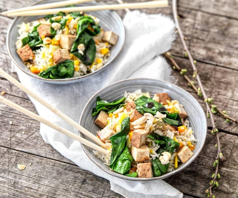 Riz aux légumes et tofu fumé