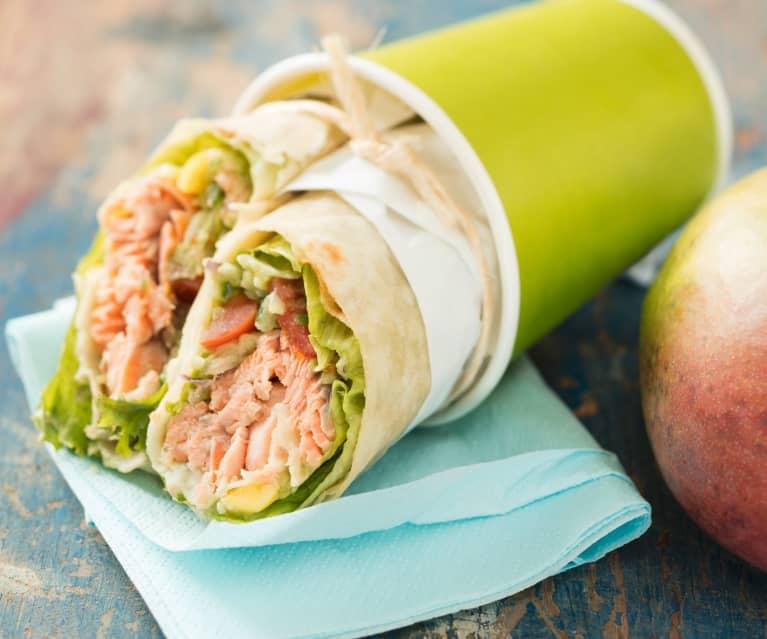 Wrap de truite saumonée et salsa avocat-mangue