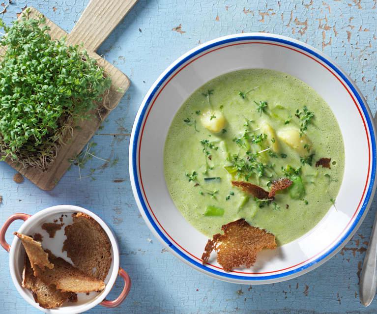 Erdäpfel-Lauch-Suppe mit Brotchips