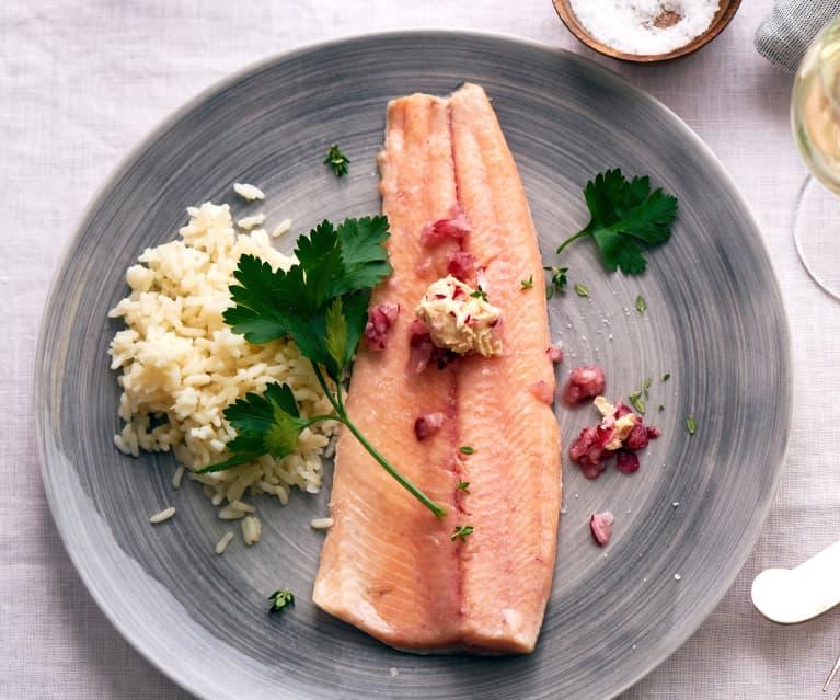 Filets de truite saumonée, riz au chou-rave, beurre aux radis