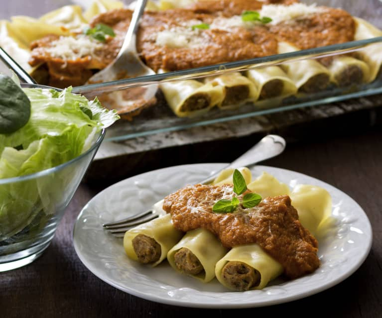 Pork cannelloni with vegetable sauce