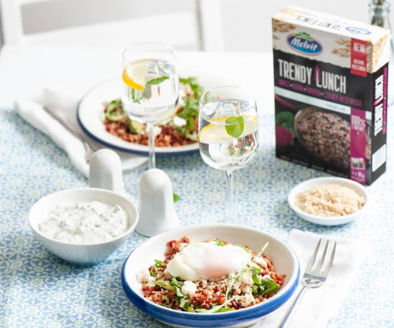 Sałatka Trendy Lunch z awokado i jajkiem w koszulce