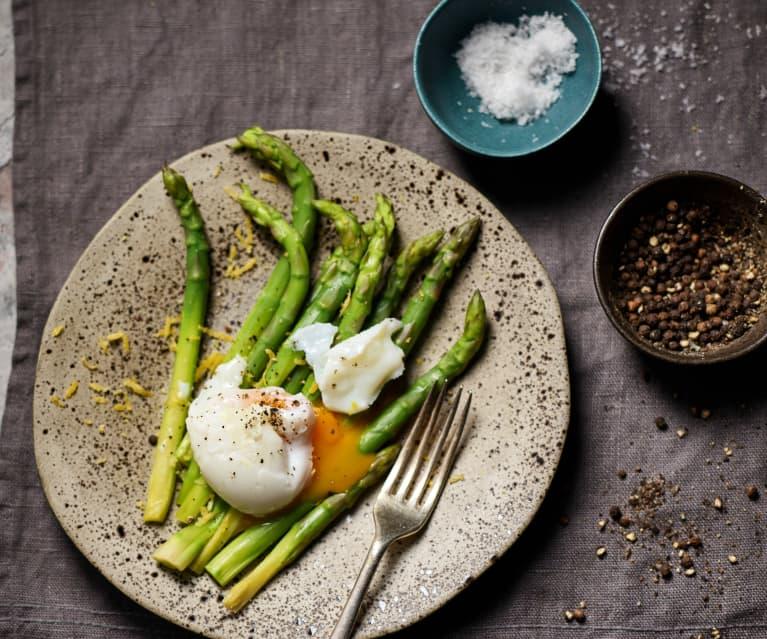 Espárragos con huevos poché (Al vacío)