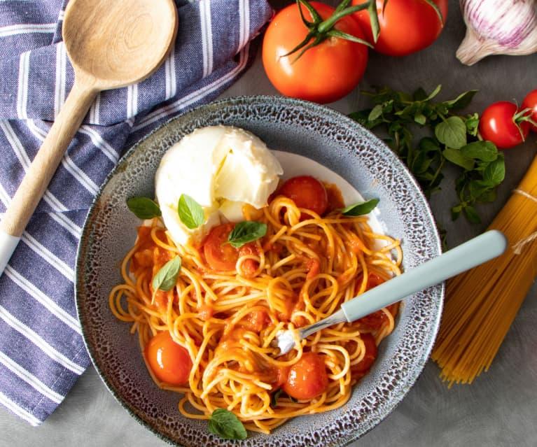 Summer tomato and gin pasta sauce