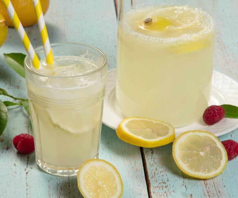 Zitronenlimonade zuckerreduziert