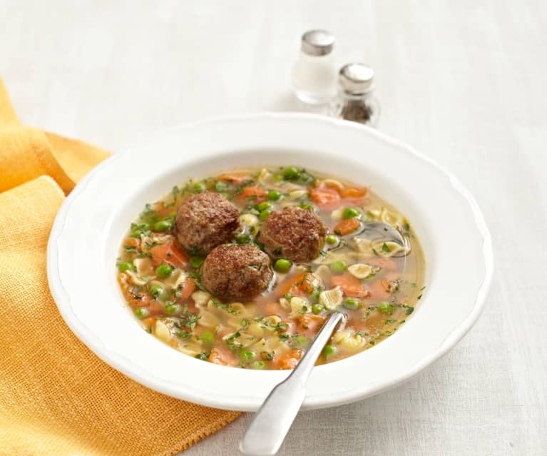 Gemüse-Nudel-Suppe mit Hackklößchen