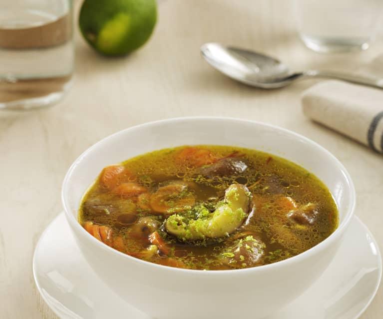 Sopa de shiitake, lima y azafrán