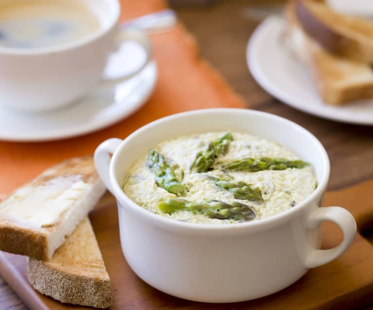 Potted scrambled eggs with asparagus