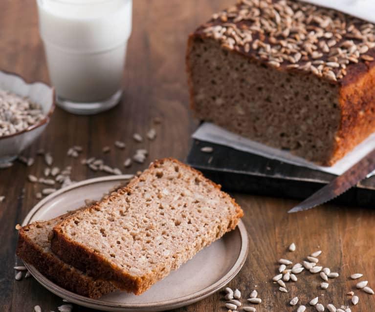 Pszenno-żytni chleb pełnoziarnisty na zakwasie z maślanką i słonecznikiem