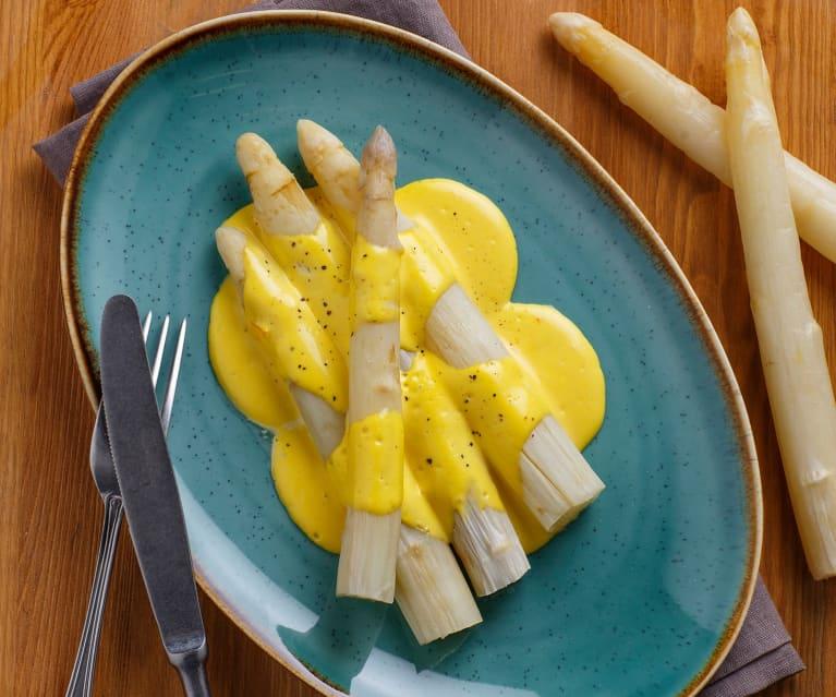 Contorno di asparagi bianchi con salsa olandese allo yogurt