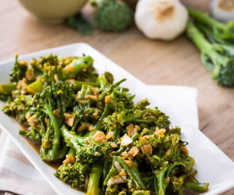 Broccolini crujiente con salsa de ajos