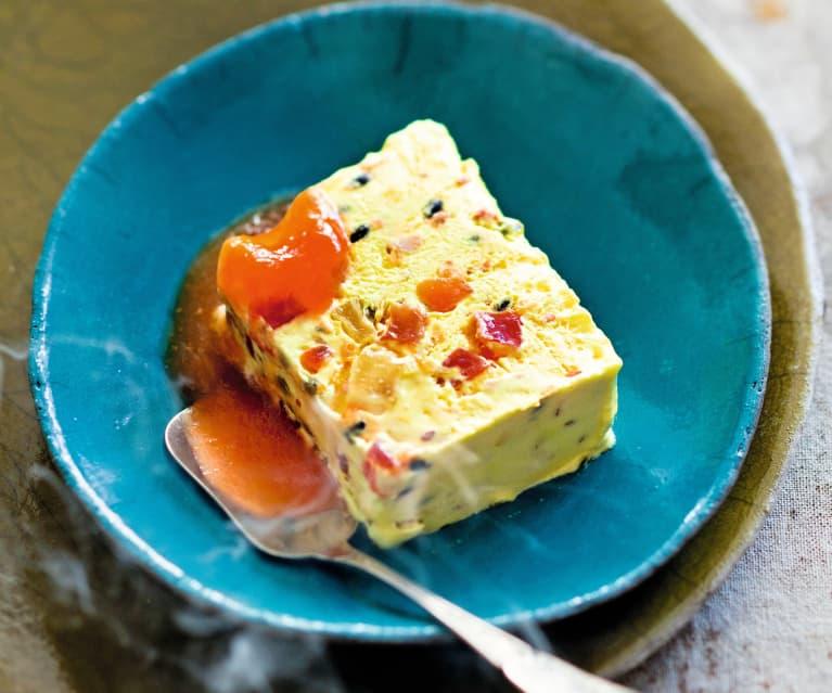 Nougat glacé aux fruits de la Passion, coulis de papaye