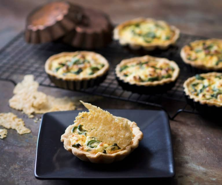 Caramelised fennel and ricotta tarts with Parmesan crisps