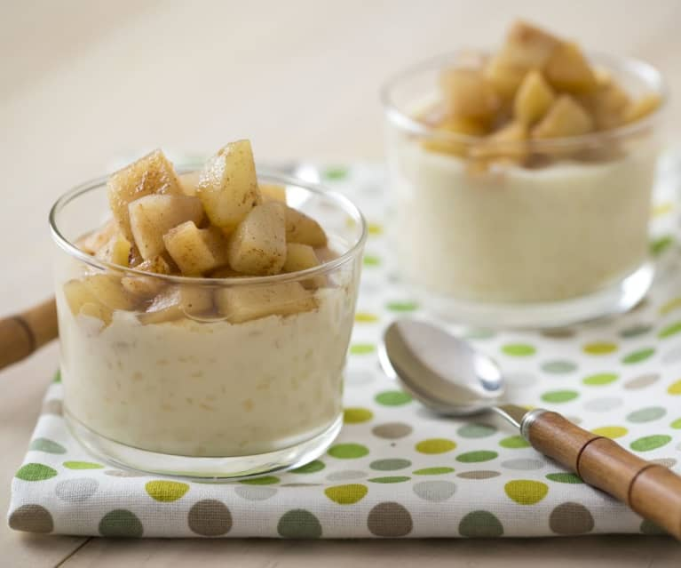 Creamed rice pudding with apple and pear compote