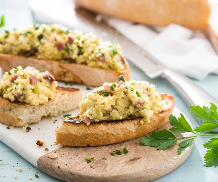 Huevos con calabacín, jamón y queso
