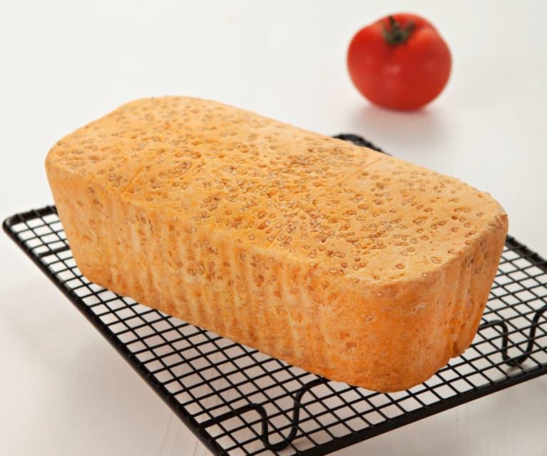 Pan de molde con tomate y semillas de sésamo