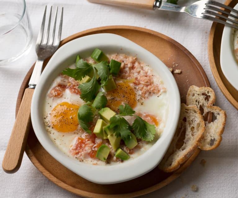 Huevos en cazuela con pavo y verduras
