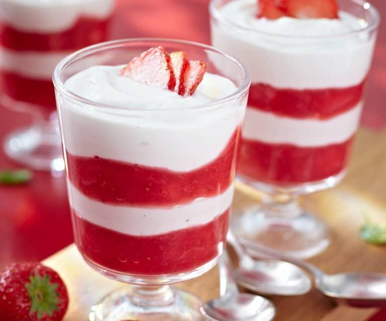 Rhabarber-Erdbeer-Kompott mit Joghurt