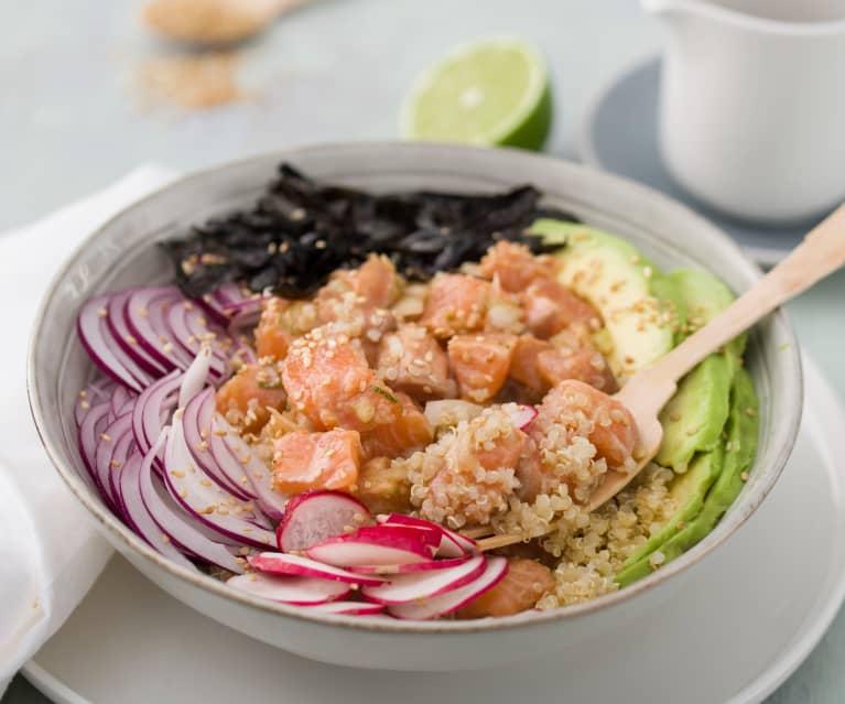 Poke de quinoa con salmón