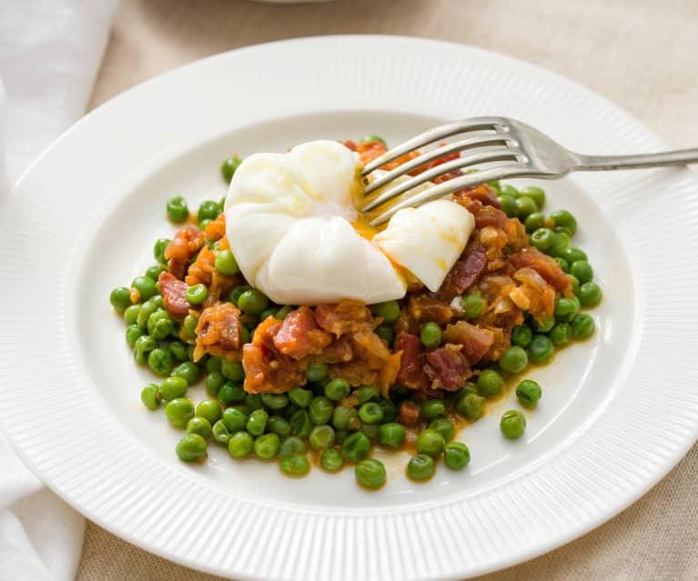 Guisantes con jamón y huevos poché
