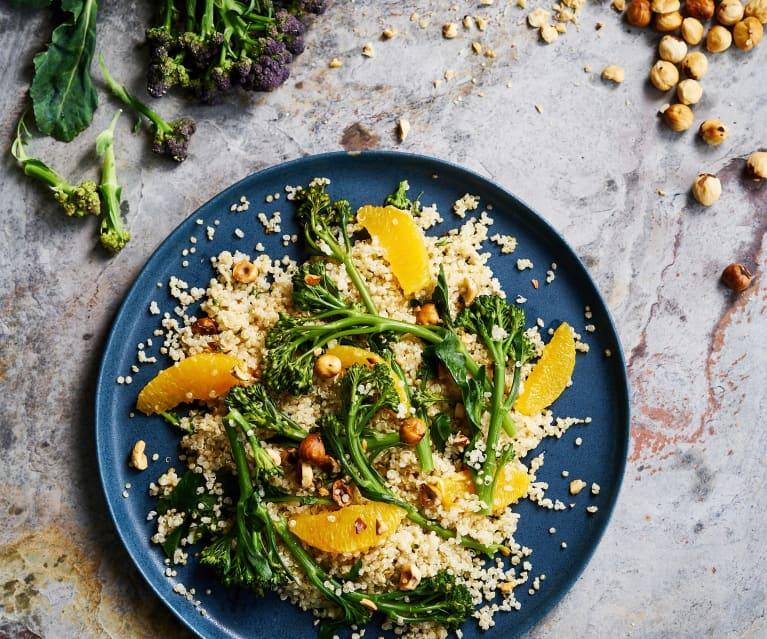 Salada de quinoa com bimis e molho tahini