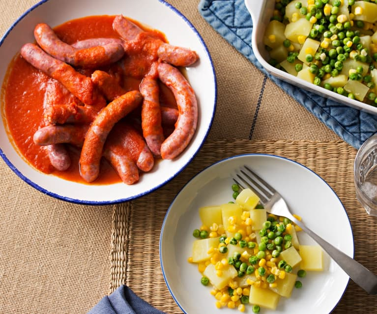 Menú: Patatas con guisantes y maíz. Salchichas con tomate